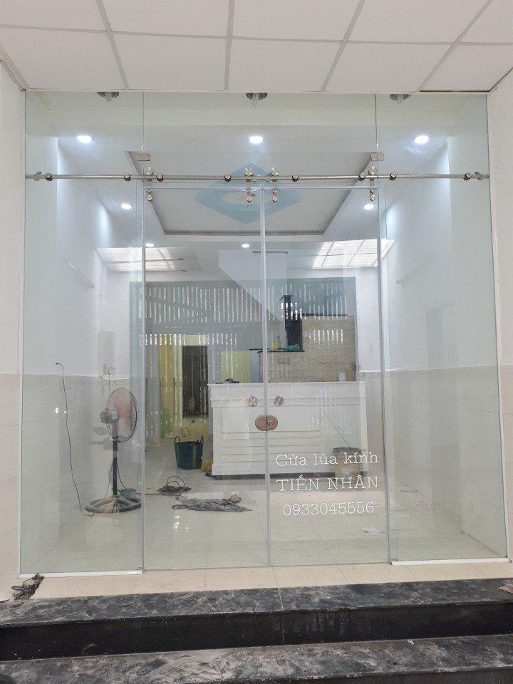 Lắp đặt Cửa kính cường lực cho văn phòng
