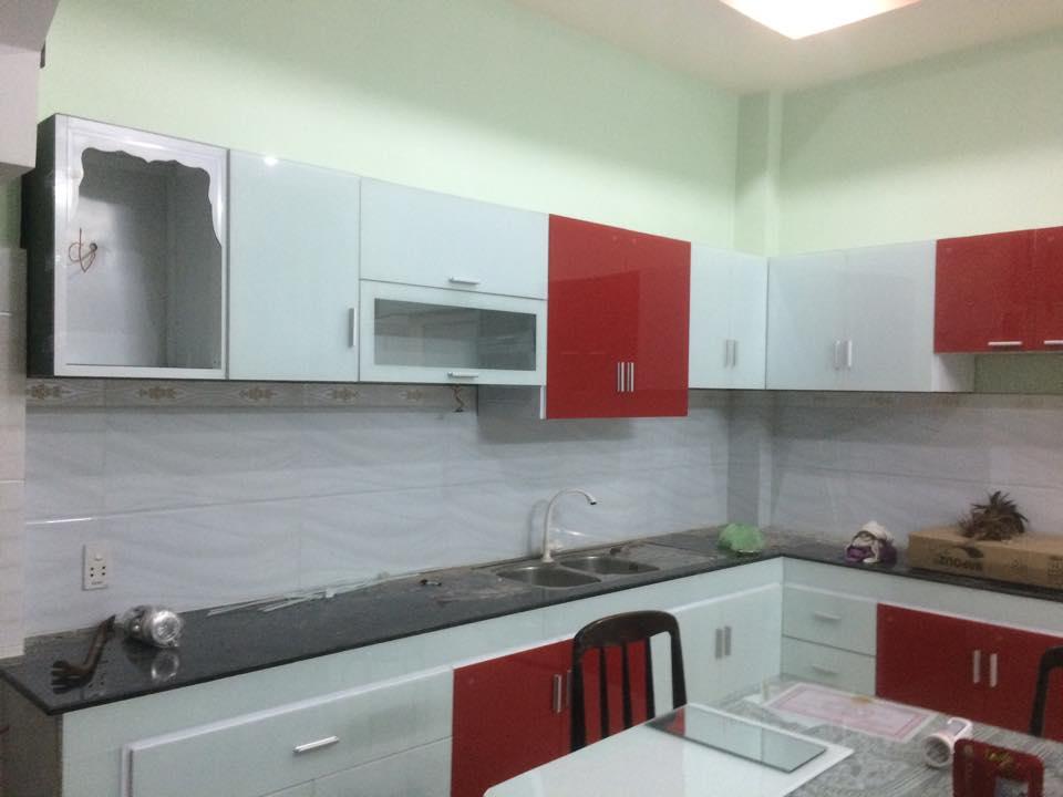 tủ bếp nhôm kính treo tường
