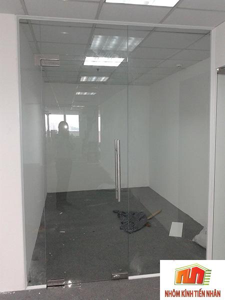 cửa kính bản lề sàn 1 cánh