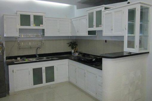 tủ bếp nhôm kính màu trắng sứ