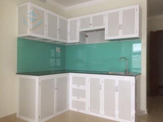Lựa chọn tủ bếp kính sơn tĩnh điện mầu trắng