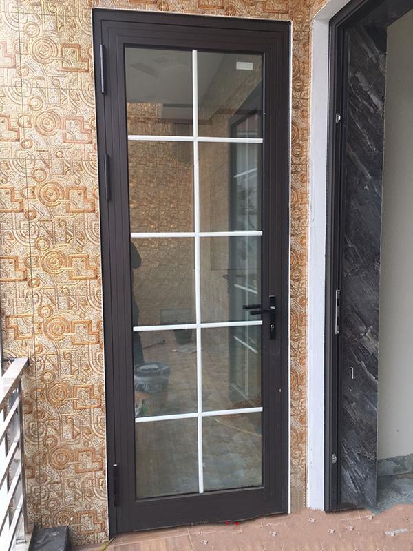 Mẫu cửa đi thông phòng 1 cánh nhom Xingfa đẹp